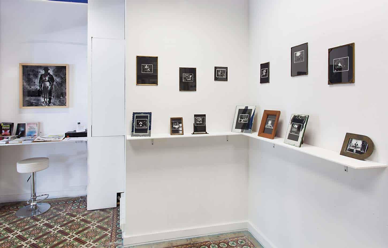 • Le showroom: Oeuvres historiquesLouis Jammes, Série les anges de Sarajevo,Sarajevo, Bosnie, 1993Grattage sur Polaroïd, 11 x 11 cm, chaque exemplaire unique