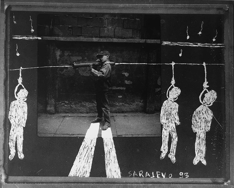 Le showroom, Louis Jammes, oeuvres historiques, Série les anges de SarajevoSarajevo, Bosnie, 1993Grattage sur Polaroïd, 11 x 11 cm, exemplaire unique