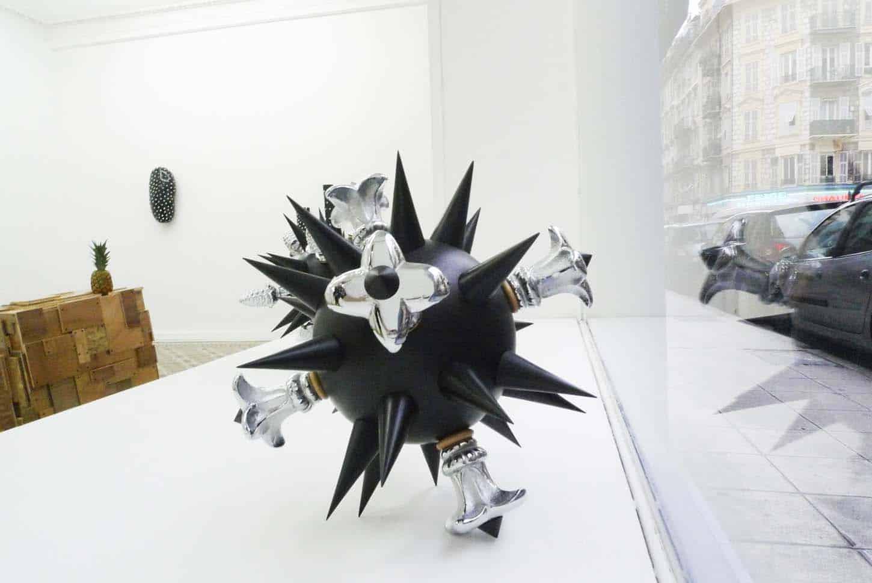 Lionel Scoccimaro,Virus 3, Boule à piques (fleurs de lys), 2012