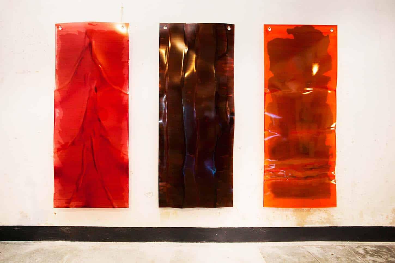 Espace A VENDRE, le Château, Comme dans un Jardin,  Jérôme Robbe Sans titre Vernis sur Plexiglas thermo-formé, métal, 90 x 220 cm chaque, 2015