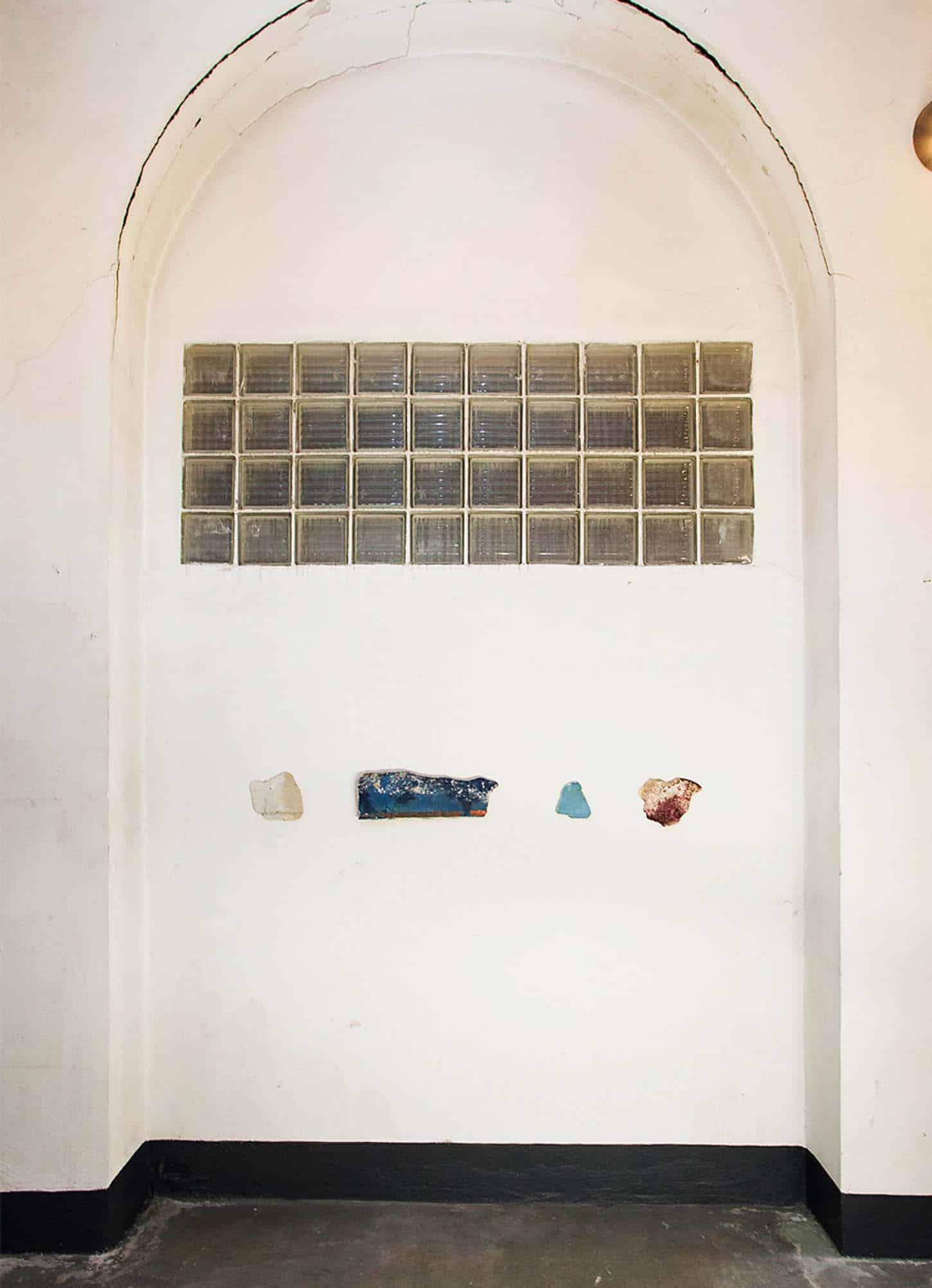 """Espace A VENDRE, le Château, Comme dans un Jardin,  Emmanuel Régent Série """"Mes naufrages"""" dimensions variables, 2014"""