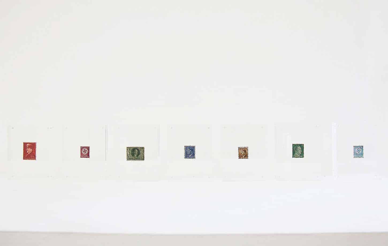 La galerie: La IIIe narine Léa le Bricomte Mantras s.rie de timbres allemands WW2 recouvert du mantra tib.tain aux 100 syllabes de Vajrasattva pour la purification. Cadres en plexi.