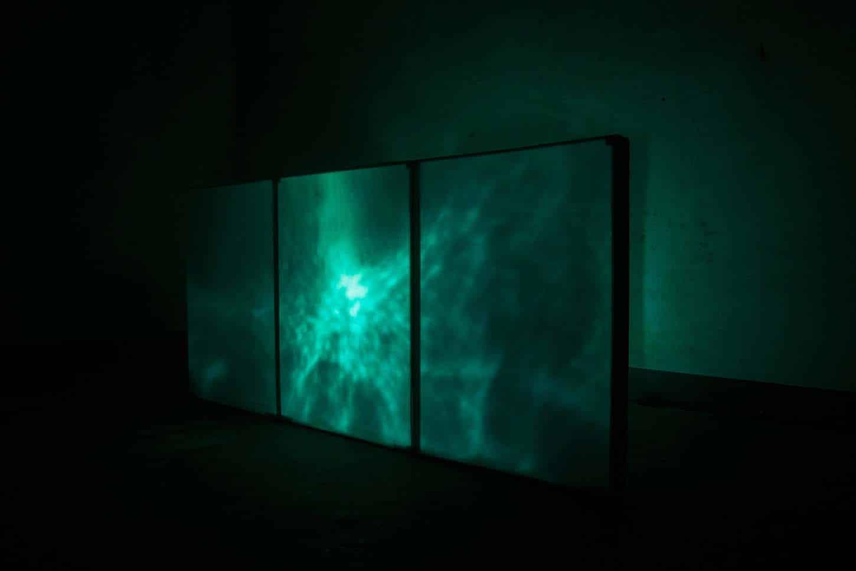 Espace A VENDRE. Eva Medin -SolsticeMousse, châssis en bois, miroir vinylique, source lumineuse