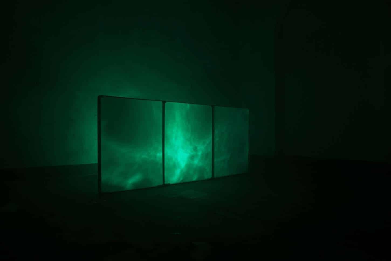 Espace A VENDRE. Eva Medin : SolsticeMousse, châssis en bois, miroir vinylique, source lumineuse