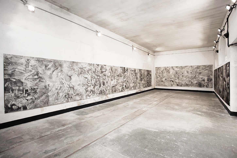Quentin Spohn, Carambolage au marché d'Anvers.Frise de dessin de 35 m de long, graphite et pierre noire sur papier