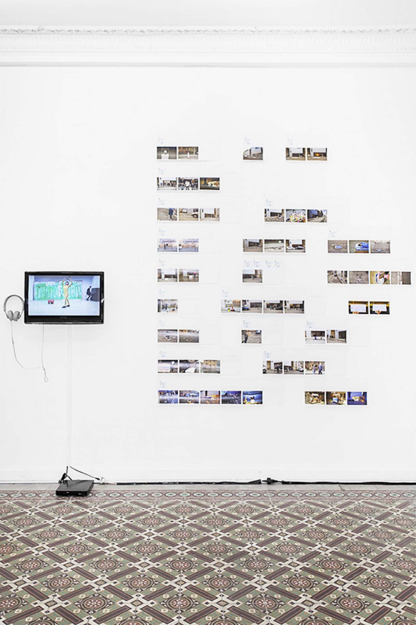 Qingmei Yao, One Hour Occupy Parking Art,Installation: 61 photos 10cmx15cm(24 actionssur la stationnement: 7 March - 30 March 2015 )