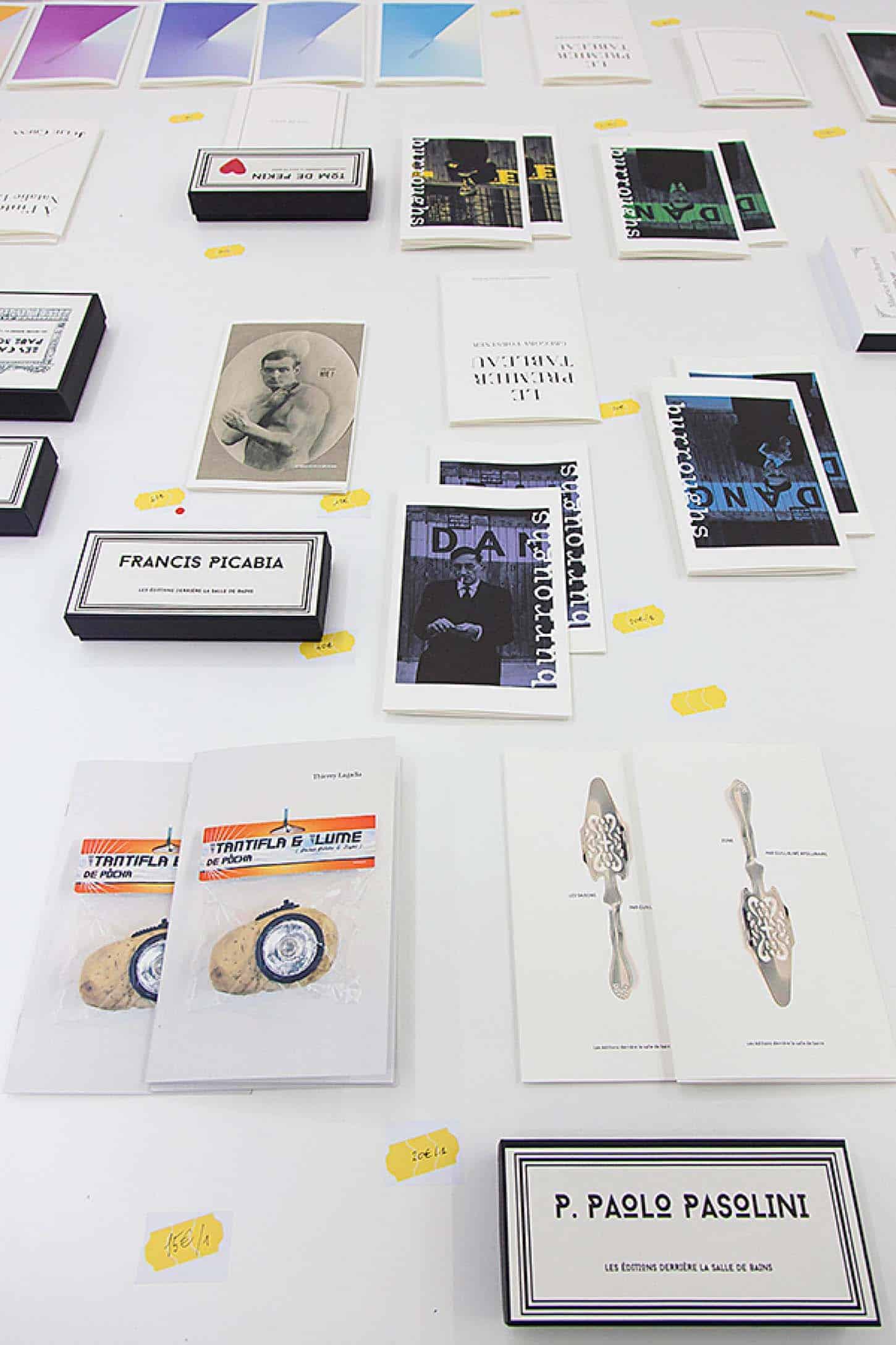 Espace A VENDRE.Vue de l'exposition: Éditions, par un collectif d'artistes.