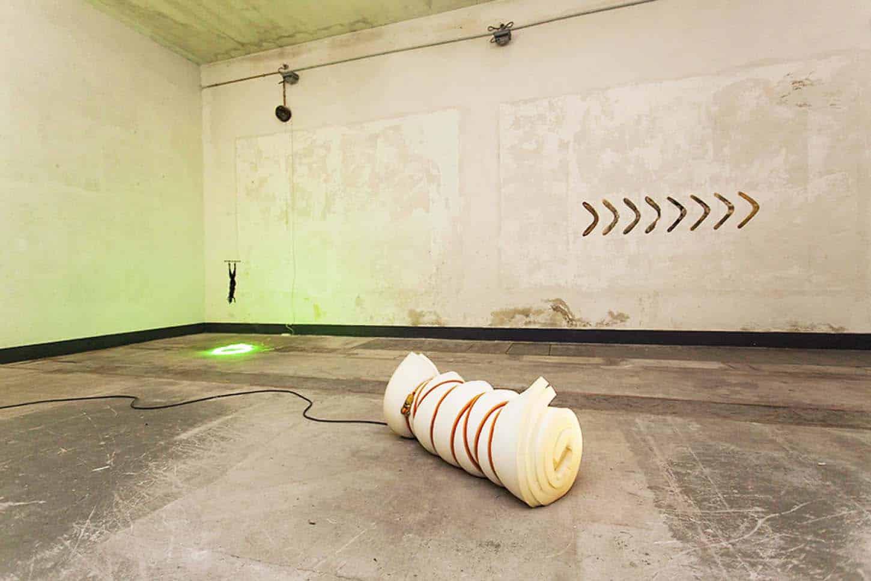 • Espace A VENDRE: vue d'ensemble, Le Château ANONYMOUSPremière exposition personnelle de Charles Sanchez.