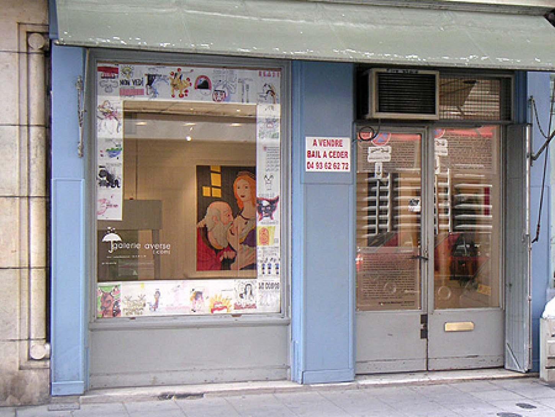 Espace A VENDRE, premier local au 10 rue Assalit juste à côté de l'actuel. Exposition : Comme une averse  Dessins en façade : Thierry Lagalla, selection de A4.
